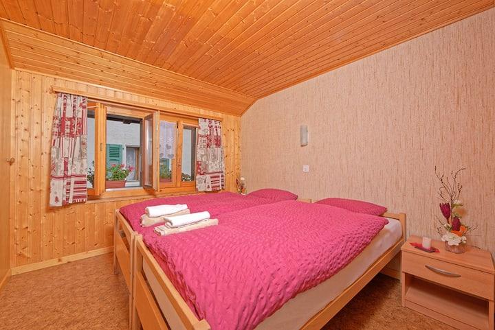 Doppelzimmer Hostel Petit Vélan mit eigenem Bad
