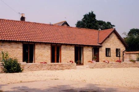 Woolfields Barn - country cottage - Near Gillingham - Casa