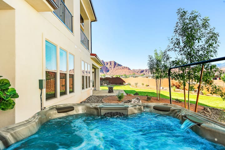 New Listing - Private Hot tub! and a full size gaming room!!! 5 bed 5 bath - Arcadia #31