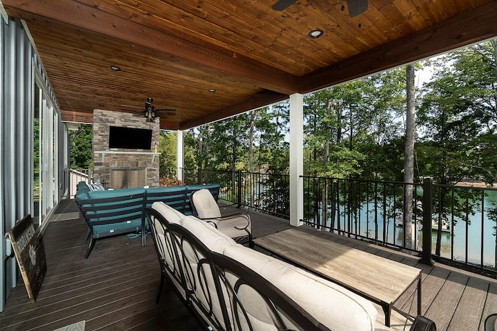 NEW 5 bed home on Lake Keowee minutes from Clemson
