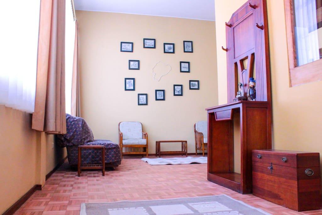 Entrance/ living room