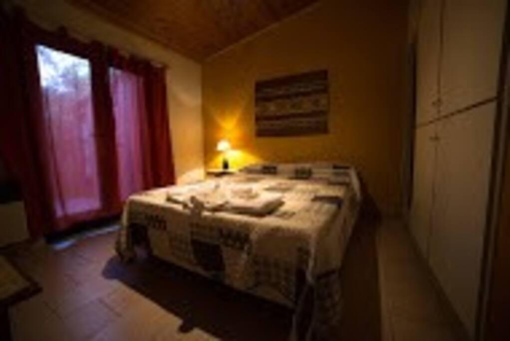 Habitacion para dos personas con baño privado, precio $ 500.-