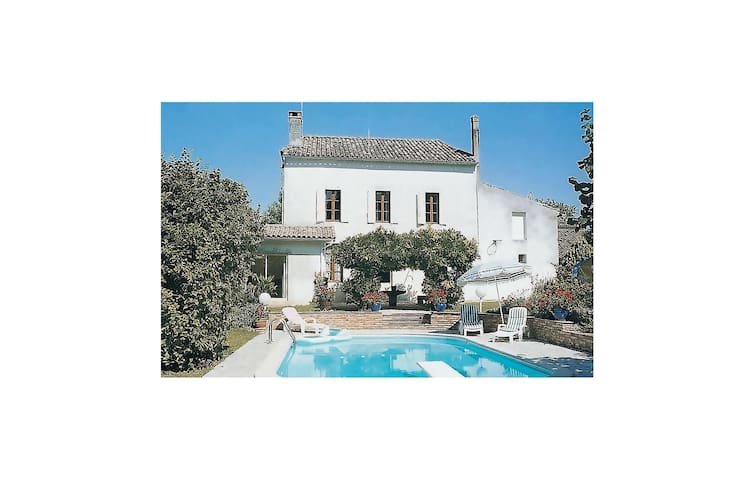 Holiday cottage with 3 bedrooms on 180 m² in Monsegur