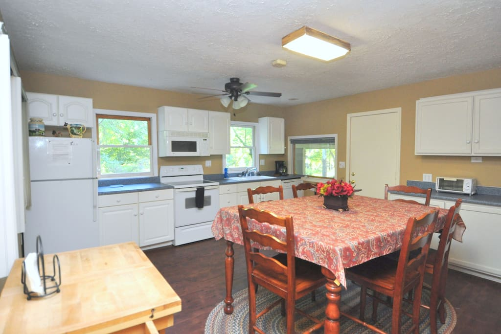 Enjoy the fully equipped Kitchen and Dining Room!