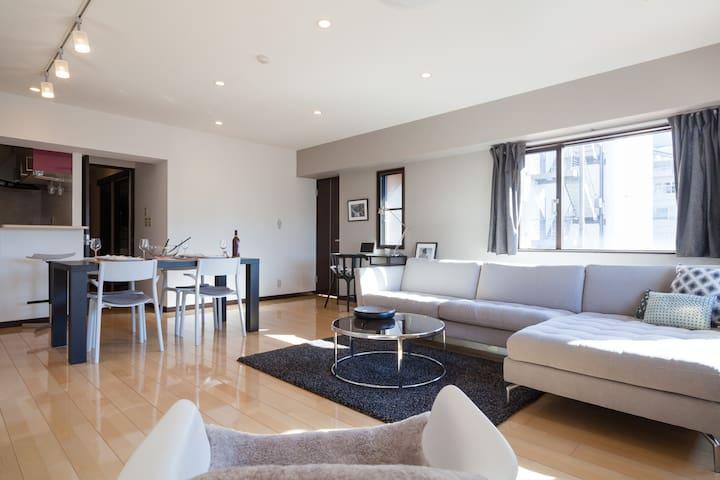 RARE LUXE OMOTESANDO/AOYAMA 85m2 SUNNY 2 Bdr SUITE - Minato-ku - Apartemen