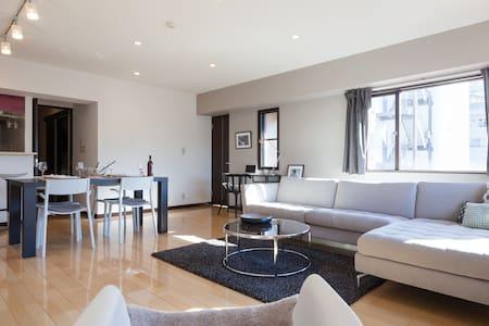 RARE LUXE OMOTESANDO/AOYAMA 85m2 SUNNY 2 Bdr SUITE - Minato-ku - Wohnung