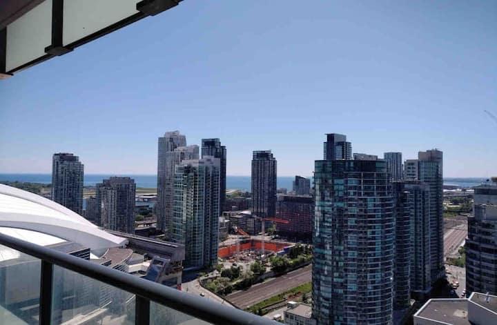 City View Condo on Front Street (WiFi  & Balcony)