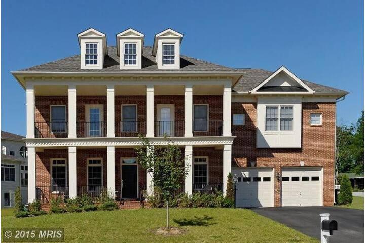 Beautiful Colonial - Woodbridge - Huis