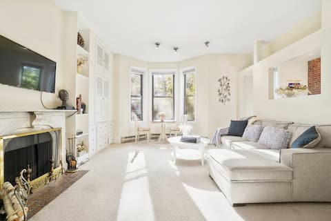 Meticulous 1 BR in the Heart of Back Bay