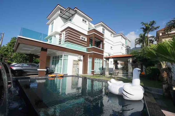 Luxury Villa w/Private Pool KTV BBQ 20Pax 豪华别墅私人泳池