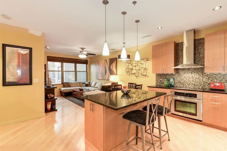 Waterfront Designer 2BR/2BA Apt w/ NYC Views - West New York - Appartement en résidence