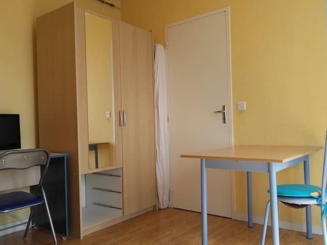 Studio meublé indépendant avec balcon