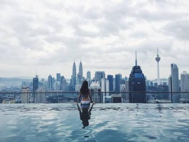Stunning rooftop Infinity Pool & comfy room #1