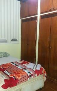 Fica próximo da avenida Palmas Bras - Palmas, Tocantins, BR - House