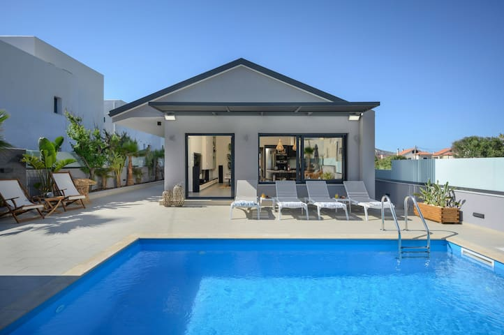 Sun Ray Beach Life Villa, 300m From Agia Marina Beach