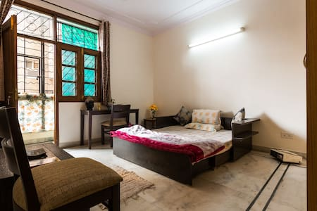 ۩ Cosy Pvt Room with clean Washroom