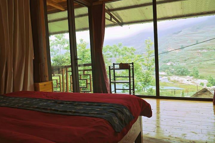 BIG mountain, field & river view room w/breakfast.