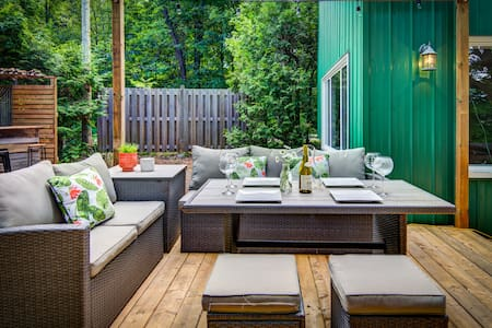 Chic Cottage & Spa nestled by the Gatineau River
