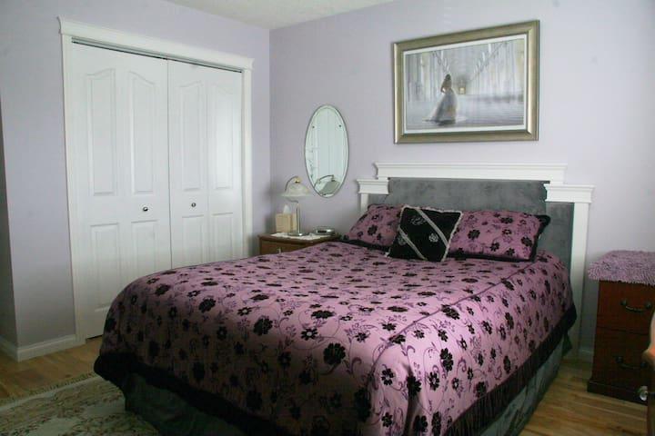 Lavender Room - Pemberley Bed & Breakfast