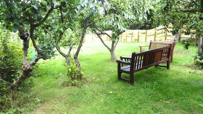 COUNTRY RETREAT LONDON CLOSE BY.  ONE MEADOW VIEW - Londres - Bungalow
