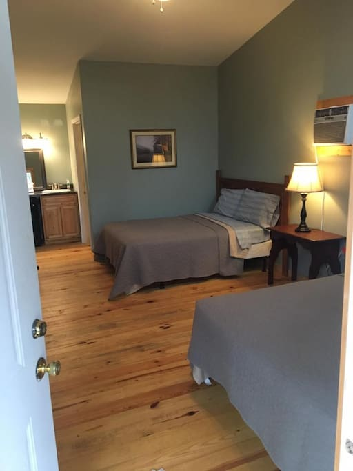 2 double beds- with soft, clean and comfortable linens!