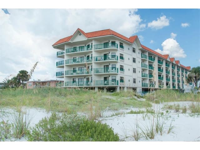 Beach front Getaway on the Gulf - Saint Pete Beach - Apartamento