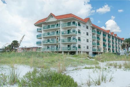 Beach front Getaway on the Gulf - Saint Pete Beach