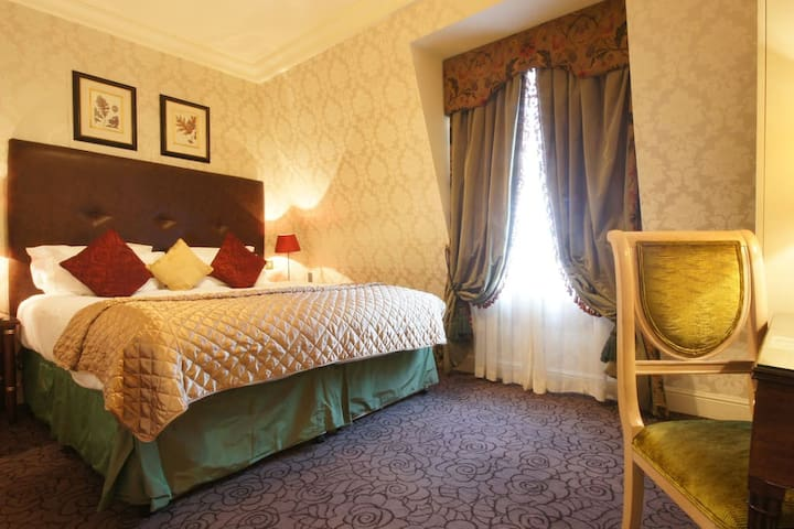 A Classic Double Room in central Marble Arch
