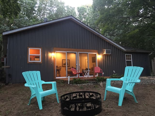 Secluded and Private 1 Bedroom Camp Retreat - Fennville - Guesthouse