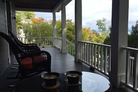 Cozy private apartment with Hudson River views - 피어몬트 - 아파트