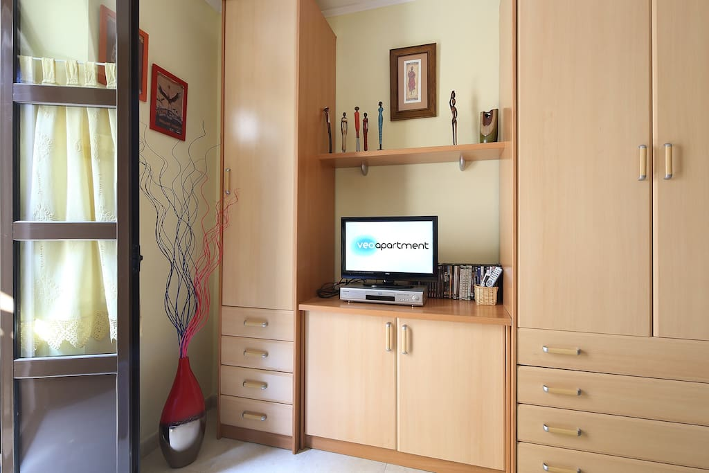 TV, DVD player, Hi-fi, free wi-fi internet access and air-conditioning (cold / hot).