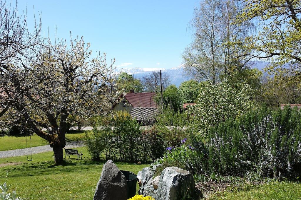 Vue du jardin côté massif du Vercors