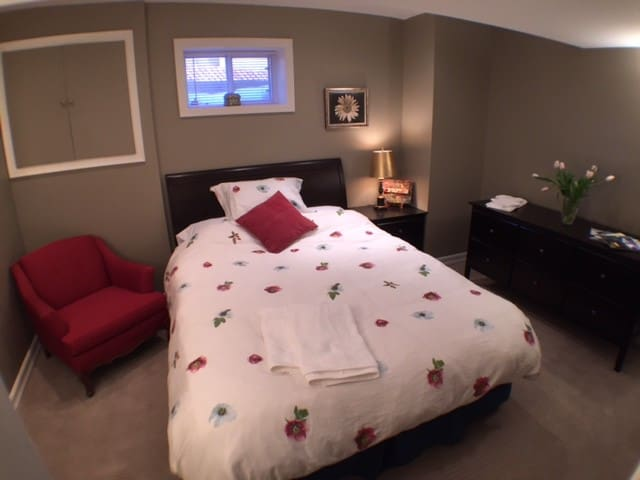 queen bed in spacious bedroom