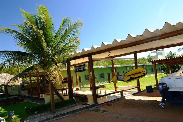 Casa de frente ao Rio Piraquê-açu, anexa à praia