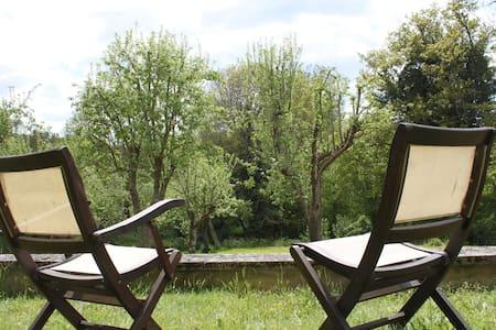 Etes-vous prêt pour une pause détente en Auvergne? - Charbonnières-les-Vieilles - Bed & Breakfast