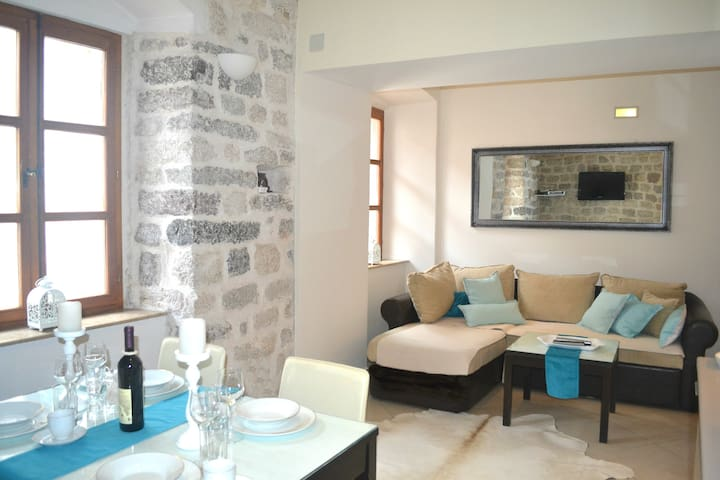 Dolce Vita I  - Luxury Old Town Kotor Apartment