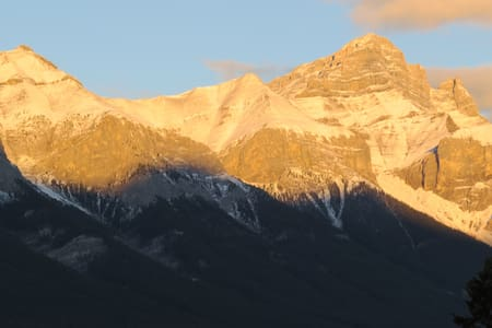 SILVER CREEK: Your vacation with a VIEW! - Canmore