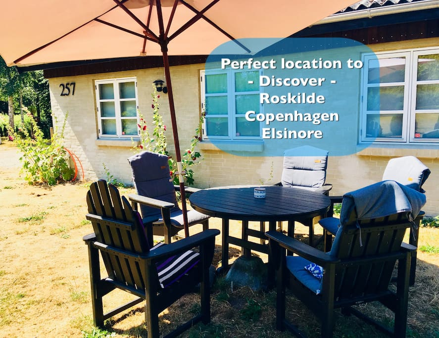 You can relax in the 2500 square meters frontyard in the comfortable garden chairs connected to the guesthouse