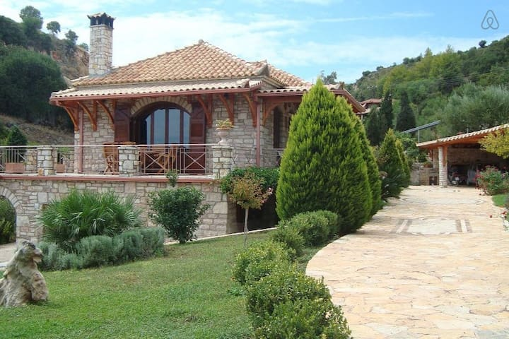 Spacious house near Koroni - Koroni - House