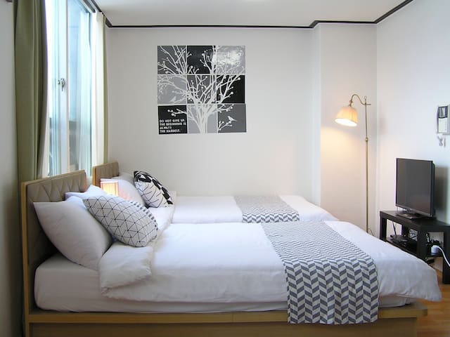 41 ( 3beds & 2minutes from subway by walk)