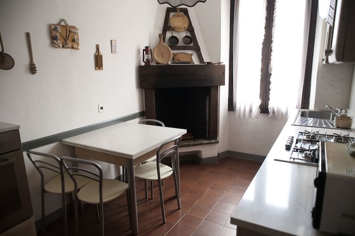 APPARTAMENTO BELLINI, BORNO - Borno - Apartment