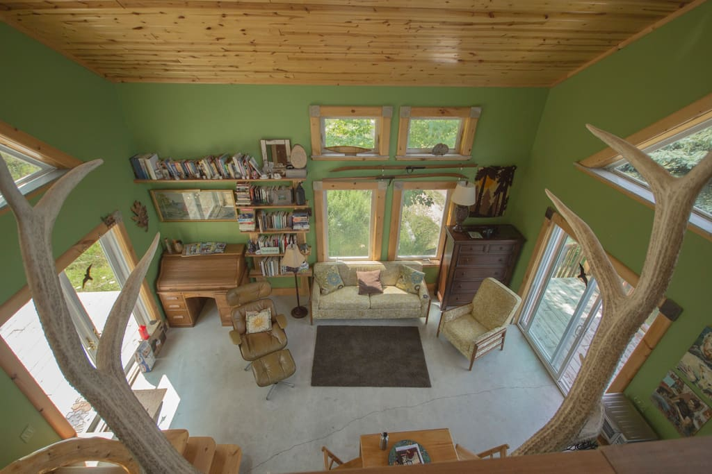 So many windows, so much natural light!