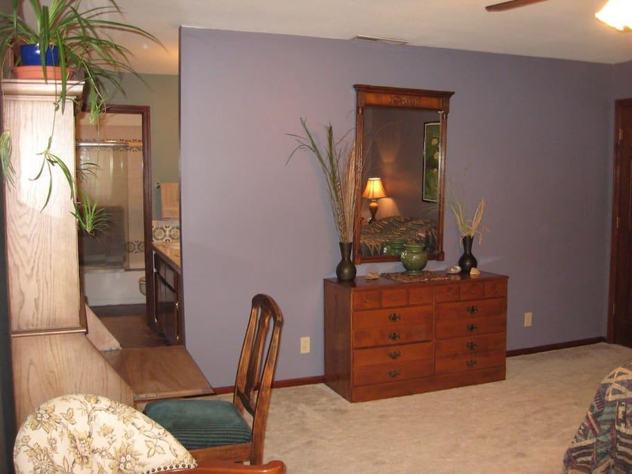 full bathroom with double sink, walk-in closet, garden view, mosquito screen