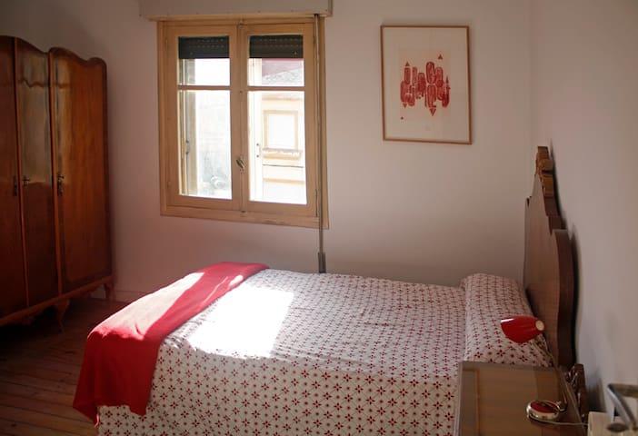 Amplia y comoda habitación en el centro - León - Ev