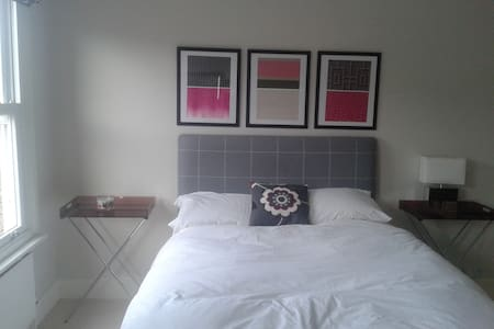 Large, bright kingsize/twin bedroom - St Albans
