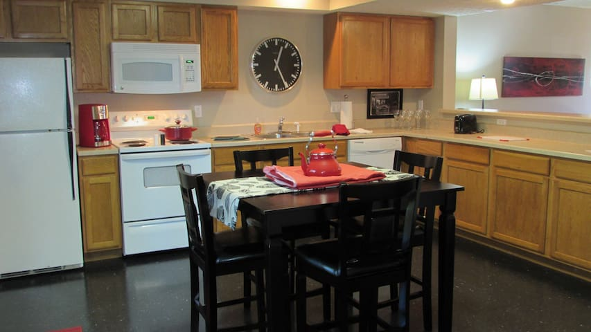 Fabulous three bedroom townhome - Bloomington - Appartement