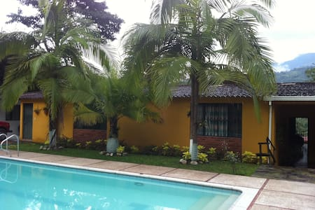 Pool & Fresh Air, 1 hr from Bogota - La Vega
