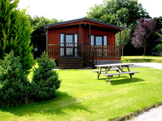 Beautiful 3 bedroom Lodge, sleeps 6, country views - Otterham - Haus