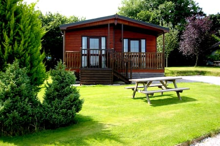 Beautiful 3 bedroom Lodge, sleeps 6, country views - Otterham - Huis