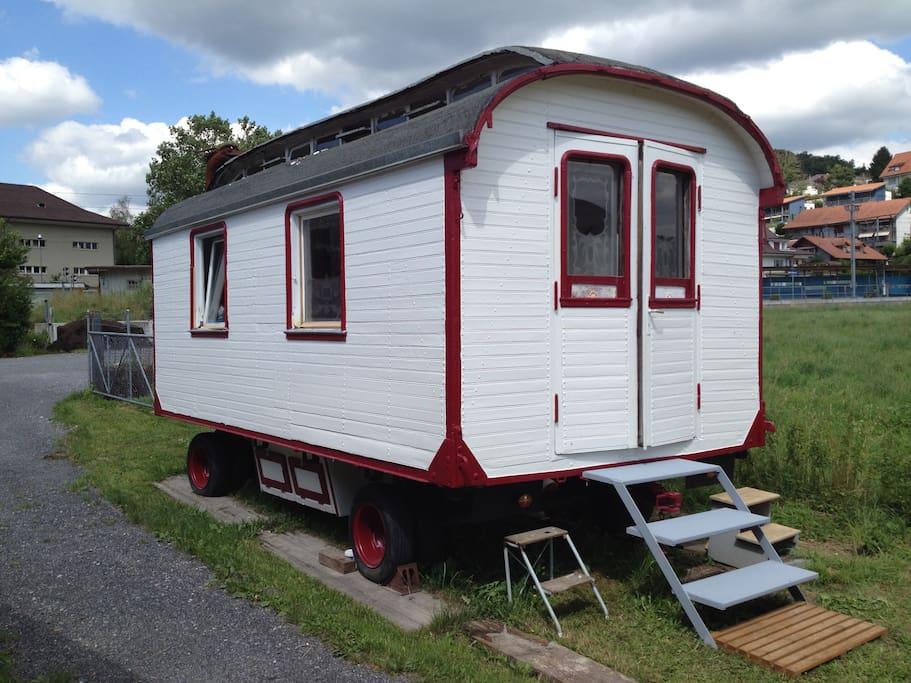 zirkuswagen camping cars caravanes louer boll canton de berne suisse. Black Bedroom Furniture Sets. Home Design Ideas